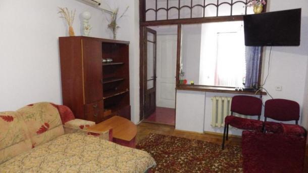 Двухкомнатная квартира ул.Ленинградская 58 с болкончиком.